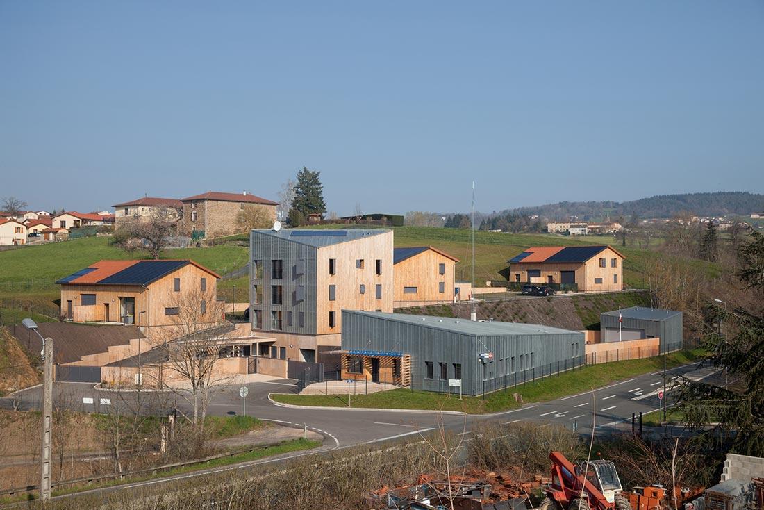 Pierre Levy architecte conception et construction d'une gendarmerie et logements à Saint-Symphorien, vue générale du site