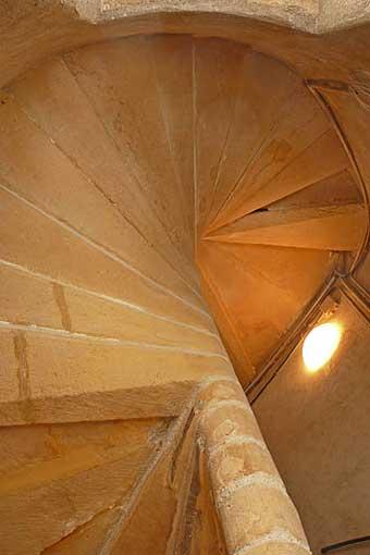 Detry & Levy 12 rue Saint-Jean Lyon restauration cour intérieure escalier pierre