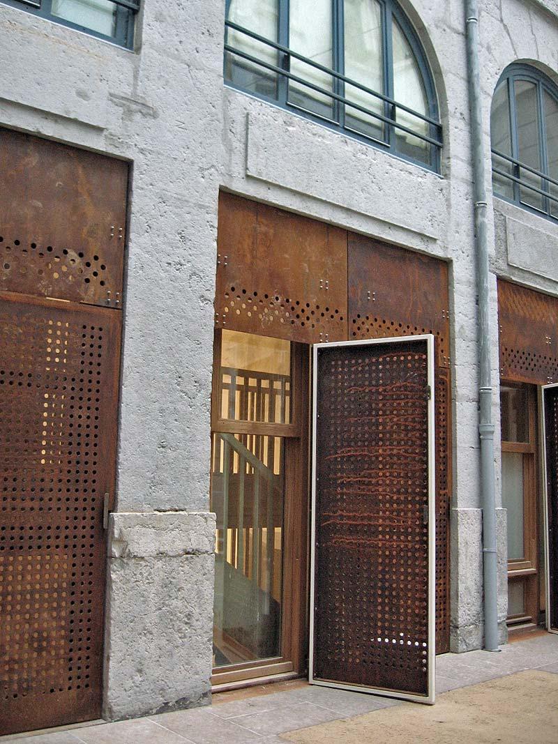 Detry & Levy; rénovation rue Royale, Lyon. Façade coté rue